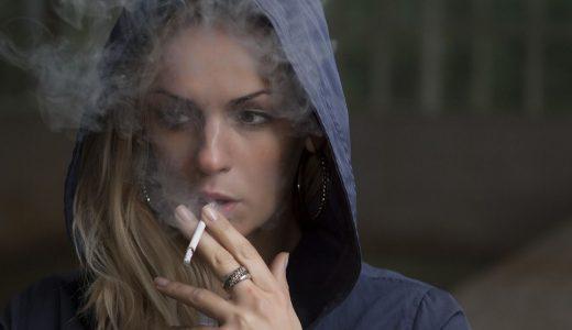 【夢占いでタバコの夢の意味】吸う人と吸わない人で違う場合も