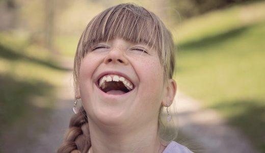 【夢占いで笑う夢の意味】実は注意が必要です。