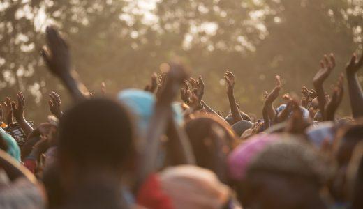 【夢占いで人混みの夢】群衆を見る心理とは?