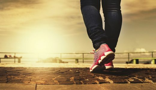 【夢占いで歩く夢の意味】一体何を意味するの?
