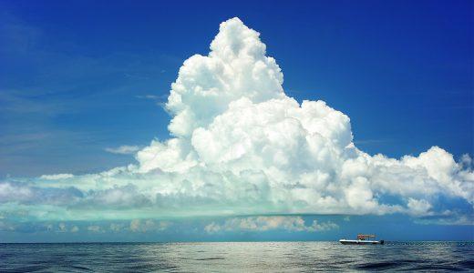 【夢占いで雲の夢の意味】色や形にも注目!