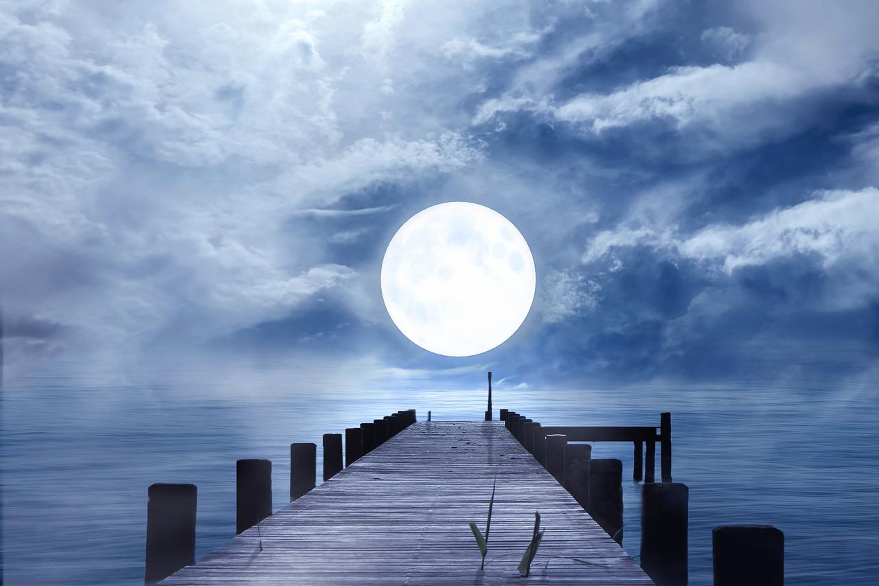 夢占い 月