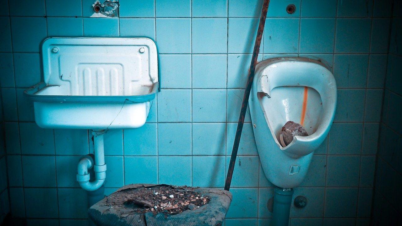 汚いトイレの夢